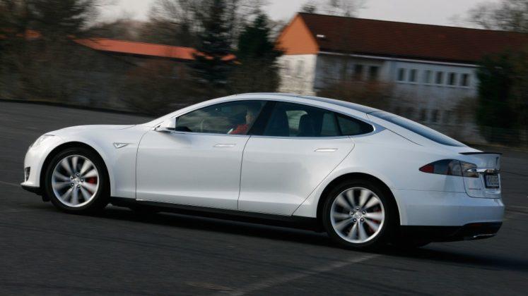 Tesla Model S 001