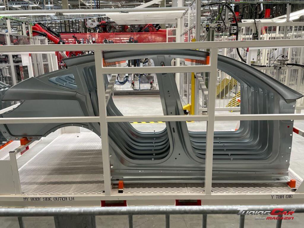 Tesla Gigafactory 15