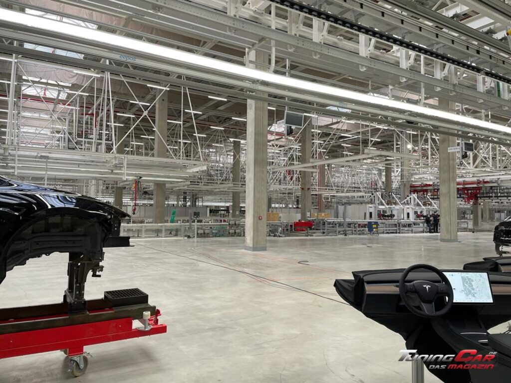 Tesla Gigafactory 38