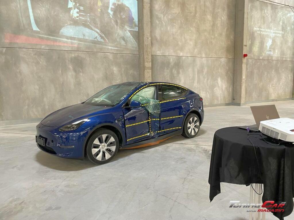 Tesla Gigafactory 40