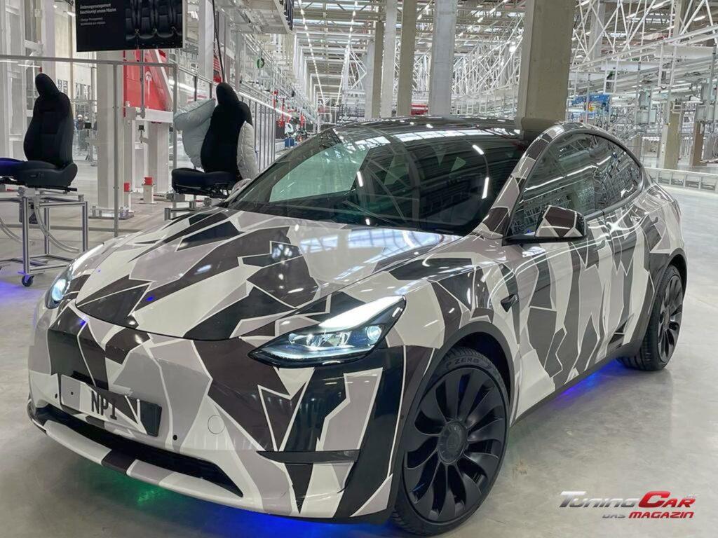 Tesla Gigafactory 42